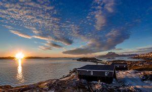 Inuk Hostels bei Sonnenuntergang - Nuuk Fjord