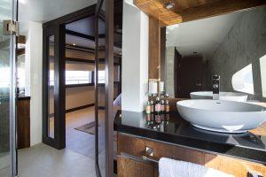 Badezimmer in den Suiten
